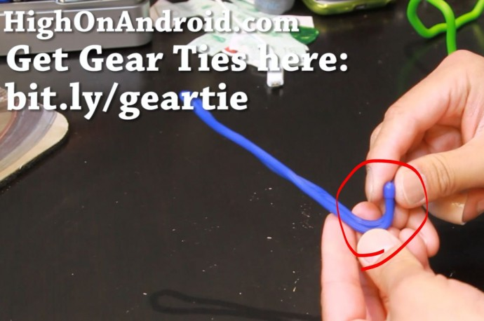 howto-make-smartphone-tablet-stand-gear-tie-3