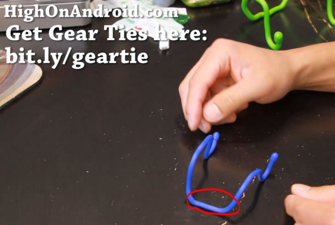 howto-make-smartphone-tablet-stand-gear-tie-6