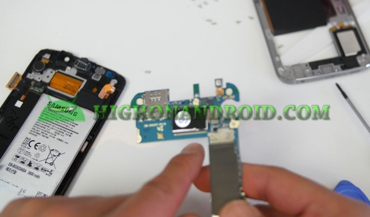 howto-disassemble-galaxys6edge-screen-replacement-9